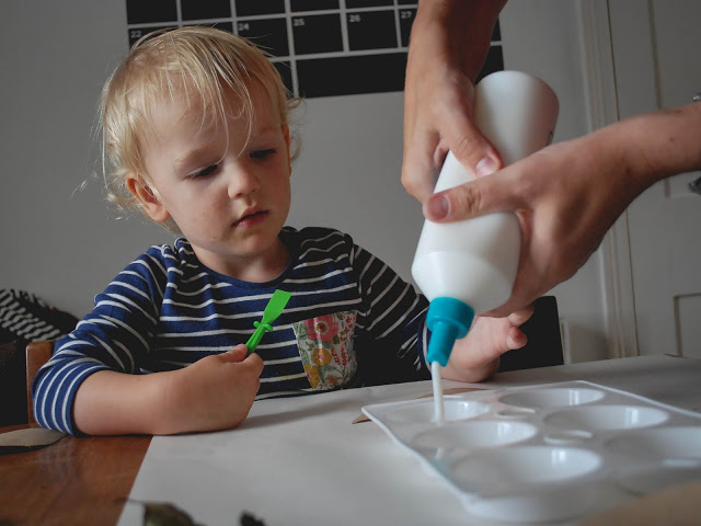 Toddler crafts wth glue